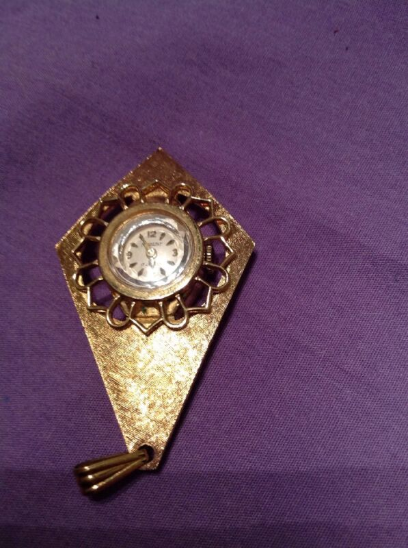 Vintage Kimberly 17 Gold Diamond Shape Goldtone Ladies Pendant Watch
