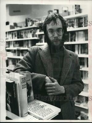 1980 Press Photo Bob Rudolph in Plaza Bookstore, South Mall, Albany, New (Mall In Albany)