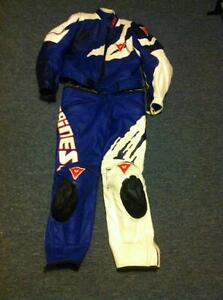 DAINESE 2 PARTS RACING SUIT SIZE 52/42 IN VERY GOOD CONDITION Windsor Region Ontario image 1