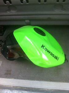 KAWASAKI ZX10R 2008-10 GAS/FUEL TANK WITH RACING CAP & FUEL PUMP Windsor Region Ontario image 4