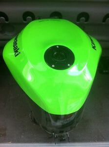 KAWASAKI ZX10R 2008-10 GAS/FUEL TANK WITH RACING CAP & FUEL PUMP Windsor Region Ontario image 2
