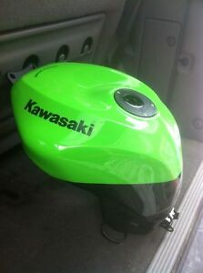 KAWASAKI ZX10R 2008-10 GAS/FUEL TANK WITH RACING CAP & FUEL PUMP