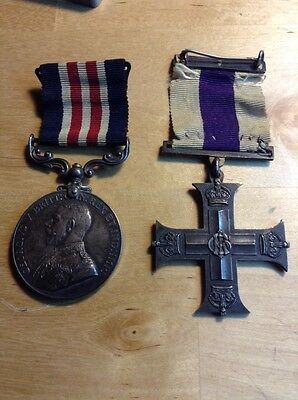 UK British Military Medal for Bravery In The Field & WW1 British Cross Medal