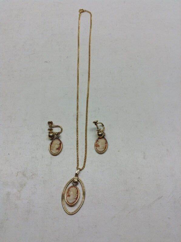 Vintage Van Dell 1/20 12K Gold Filled Cameo Pendant & Matching Screwback Earring