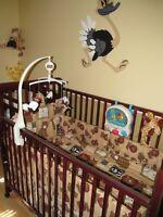 Literie animaux de la jungle pour bébé avec fauteuil COMME NEUF!