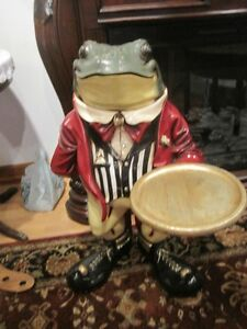 Butler Frog Waiter with Serving Display Tray
