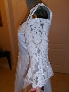 Ladies Size 2 - 4 (Young Woman 16) new wedding dress tags on