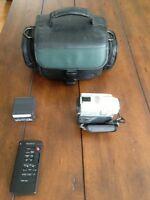 Caméra SONY DCR-PC101 - Digital Handycam - Mini-DV - NÉGOCIABLE