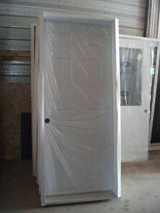 Porte en acier fen tre porte et moulure dans laval for Porte et fenetre laval