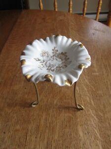 Porcelaine de FRANCE peint  contenant pour bijoux ou autres