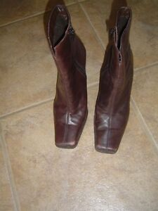 1 pair of women's brown leather boots