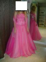 robe de bal a vendre grandeur 8  porter une fois  comme neuve