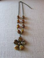brown stone flower pendant necklace