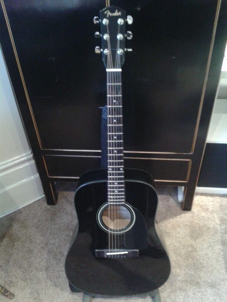 Fender DG-5 Black Acoustic Guitar with hard case - £110