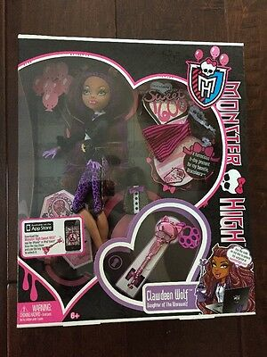 Monster High Clawdeen Wolf, 2011 Doll & Accessories,MISB - Clawdeen Wolf Accessories
