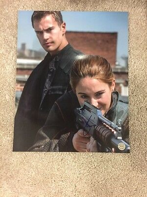 Shailene Woodley Signed Autographed 8X10 Photo Divergent Insurgent Free Shipping