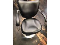 Hairdressing/salon chairs x 5