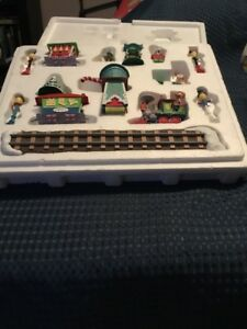 danbury mint disney winter wonderland 14pc train set christmas village - Disney Christmas Train
