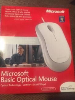 Microsoft (P58-00031) Basic Optical Mouse 1113