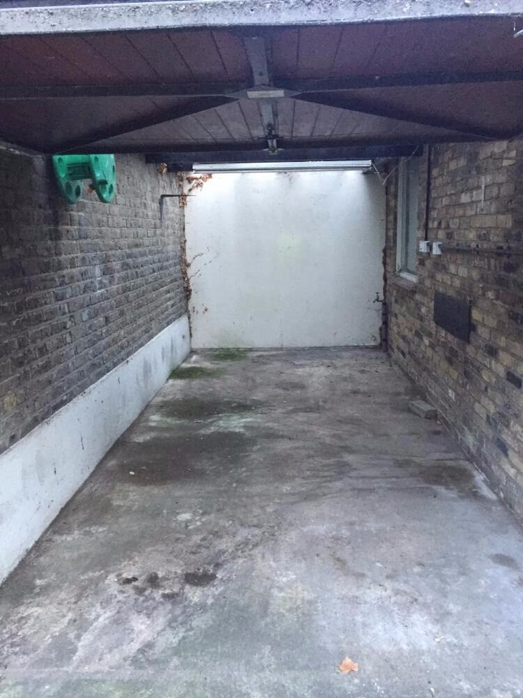 SPACIOUS AND SECURE GARAGE available for storage | Wandsworth/Clapham (SW11)
