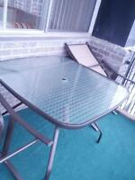table de patio pour 4 personnes ou plus