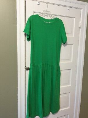 Holiday Clothes For Ladies (Lady's Dress Size 10 by Ms Chaus.Beautiful green Perfect for Holidays)