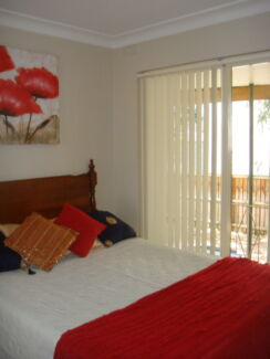 Double room with balcony, TV/Foxtel WiFi on ocean side of Dee Why Dee Why Manly Area Preview