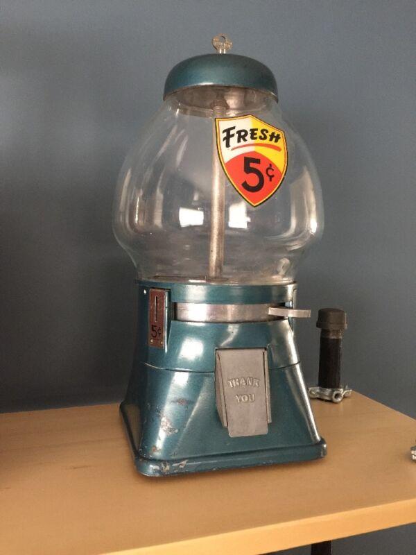 Regal Blue Fresh 5 Cent Nickel Peanut Gumball Vending Machine With Key