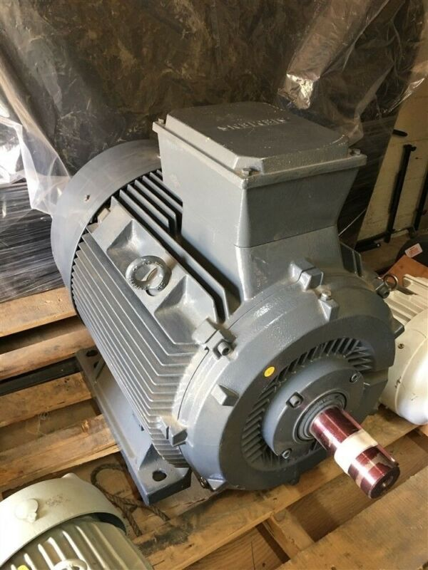 NEW SIEMENS 84kW 112 HP 3575 RPM 480V 60H 122A INDUSTRIAL ELECTRIC MOTOR