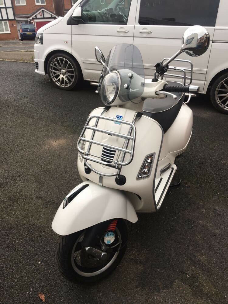 Vespa GTS 300 scooter 2010 WHITE
