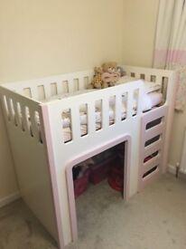 Children's toddler cabin bed