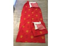1 pair of Official Manchester United Curtains