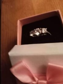 Engagement ring (Size M)