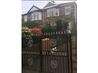 House for rent on Moore Ave Bd6
