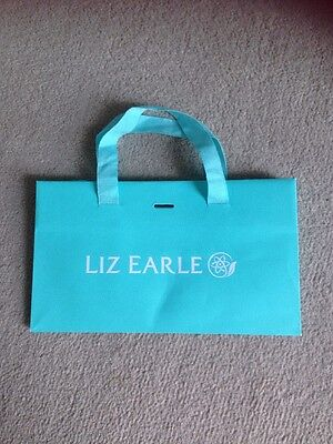 LIZ EARLE GIFT BAG WITH TISSUE AND RIBBON