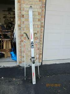 180 cm-Downhill Skis with Poles West Island Greater Montréal image 1