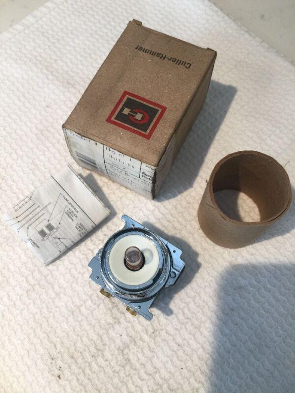 NEW Cutler Hammer 10250T201N 120 V Resistor Lamp 120MB Evergreen EP5510473