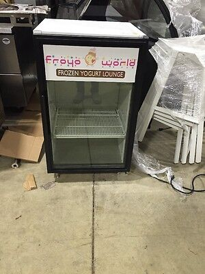 True Gdm-07 Used Countertop Glass Door Commercial Refrigerator