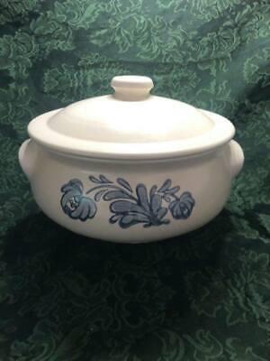 "CASSEROLE DISH W/LID Blue Floral Design, Pfaltzgraff, ""Yorktowne"" Vintage 2 Qt"