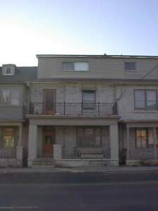 200-6 Queen St - Bachelor Multi-Unit House for Rent