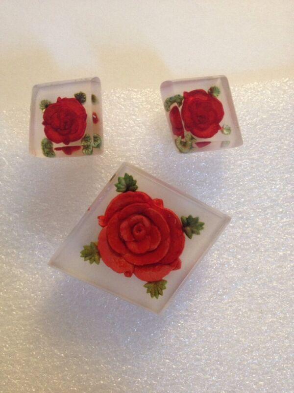 VINTAGE PLASTIC LUCITE  HANDCARVED RED ROSE BROOCH & EARRING SET(533)