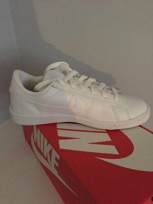 NWB Nike Tennis Classic Women's Shoes - Size 8 ()