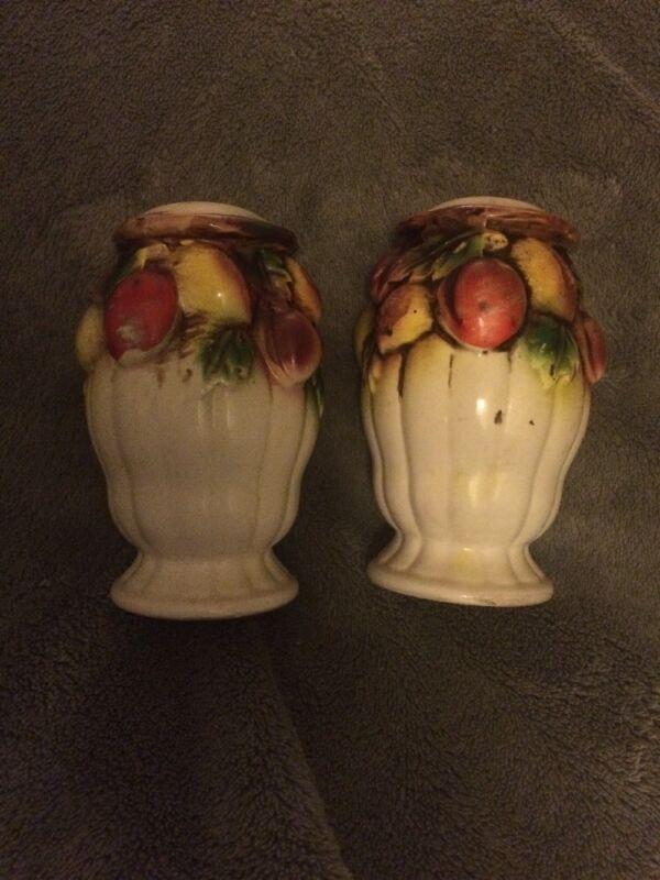 Vintage Handpainted Urn with Fruit Edge Design Salt & Pepper Shakers Tilso JAPAN