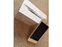 Apple iPhone 5 - 64GB - White & Silver (Unlocked) Smartphone (MD663KN/A).