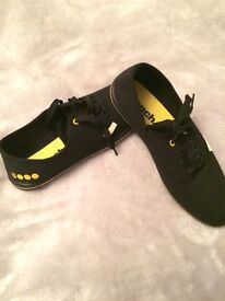 Bench shoes size 5