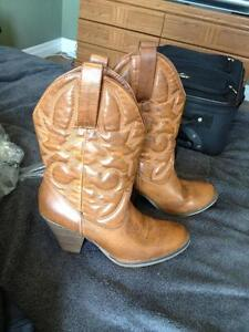 Women cowgirl boots size 10