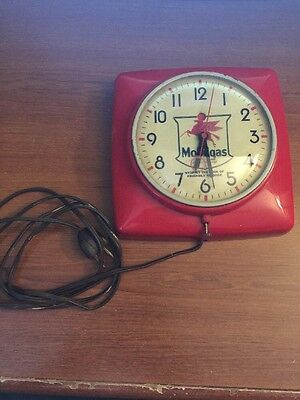 Vintage Mobilgas Pegusus General Electric Wall Clock - Model 2H20