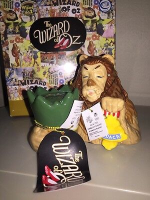 WIZARD OF OZ~COWARDLY LION & COURAGE BADGE SALT & PEPPER SHAKER~NEW IN BOX