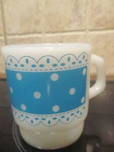 Vintage tasse Fire King blanche & bleue