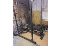 Power rack with chin up bar